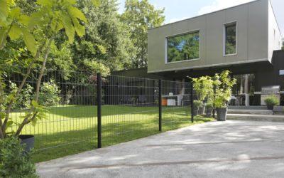 3 conseils pour faciliter la pose de clôture rigide