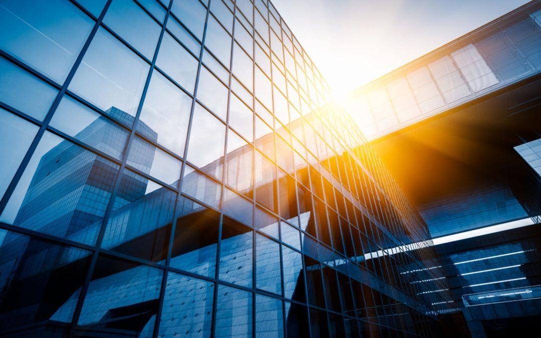 Établissements administratifs et bureaux : pourquoi choisir un portail autoportant sur les sites fortement fréquentés